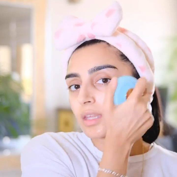 FOREO - Blast your favorite song and get that skincare routine going just like @nabz_mua did 🎼😃!  With LUNA 2 + UFO mini combo, her skin is sure to be glowing happily all year around! Both devices wil...