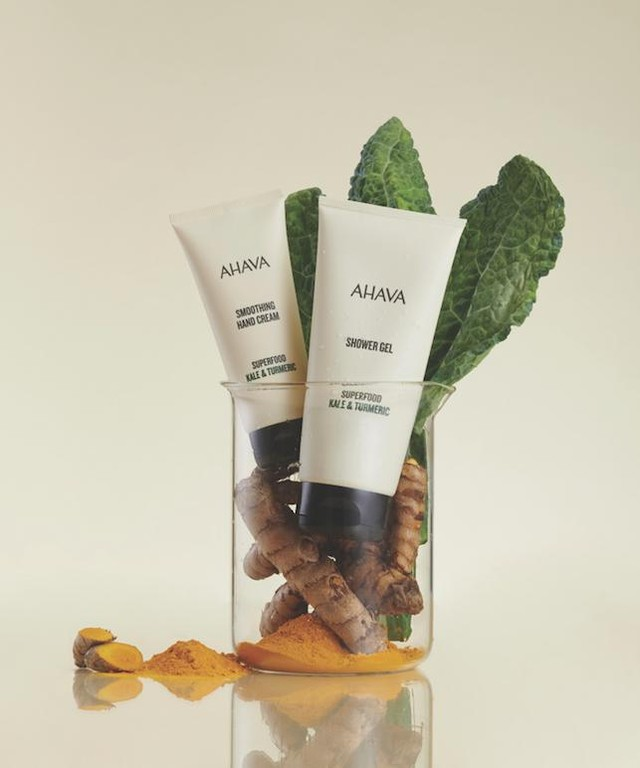 AHAVA - When you nourish your body with natural, superfood ingredients, you glow 💫 Our new Superfood products feed your hands and body with kale and turmeric, nature's antioxidant-packed ingredients....