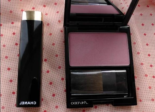 Browse blush Shiseido Luminizing Satin Face Color PK 304 and lipstick Chanel Rouge Allure Luminous Intense Lipstick Evanescente 88 - review