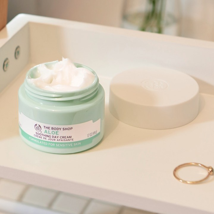 The Body Shop India - A gentle, non-irritating moisturiser suited even to the most sensitive skin types! Enriched with Community Trade Aloe from Mexico, this is the perfect choice for sensitive skin....